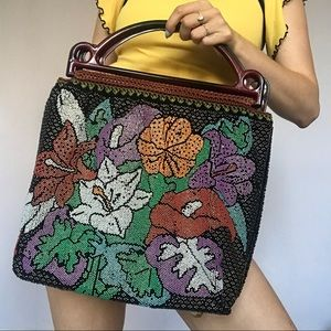 Vintage 60's beaded flower purse 💜🖤❣️💐